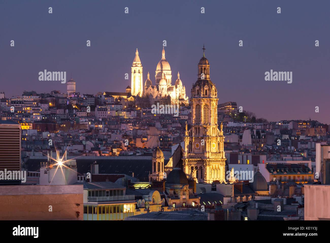 Sacre-Coeur Basilica at night in Paris, France - Stock Image