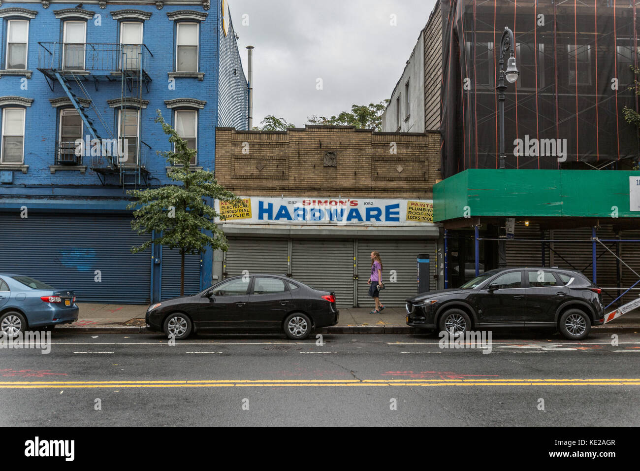 View of buildings on Manhattan Avenue, Greenpoint, Brooklyn, NY. - Stock Image