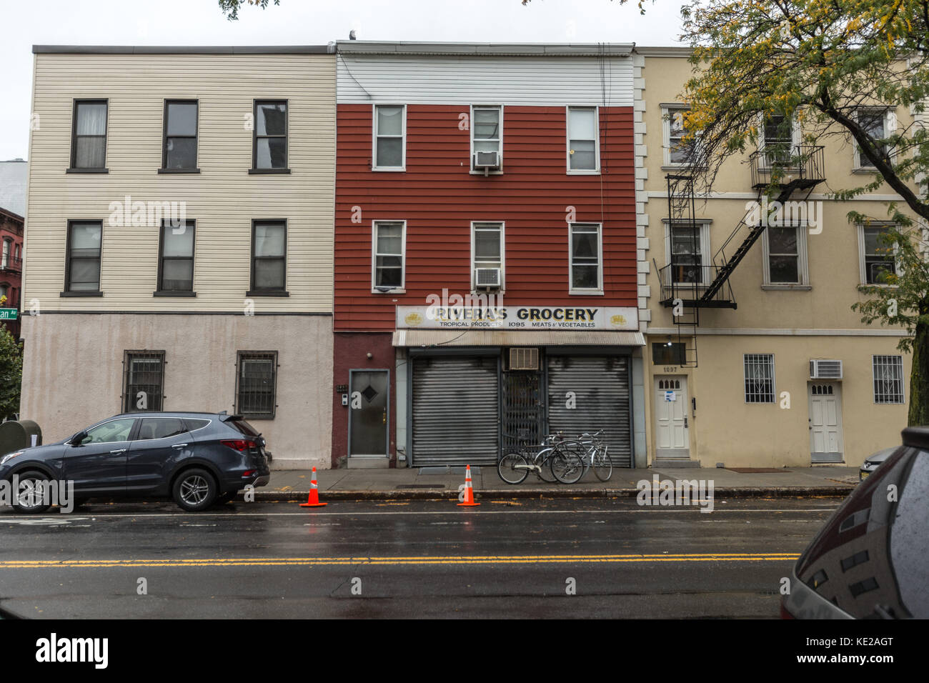 Buildings on Manhattan Avenue in Greenpoint, Brooklyn, NY. - Stock Image