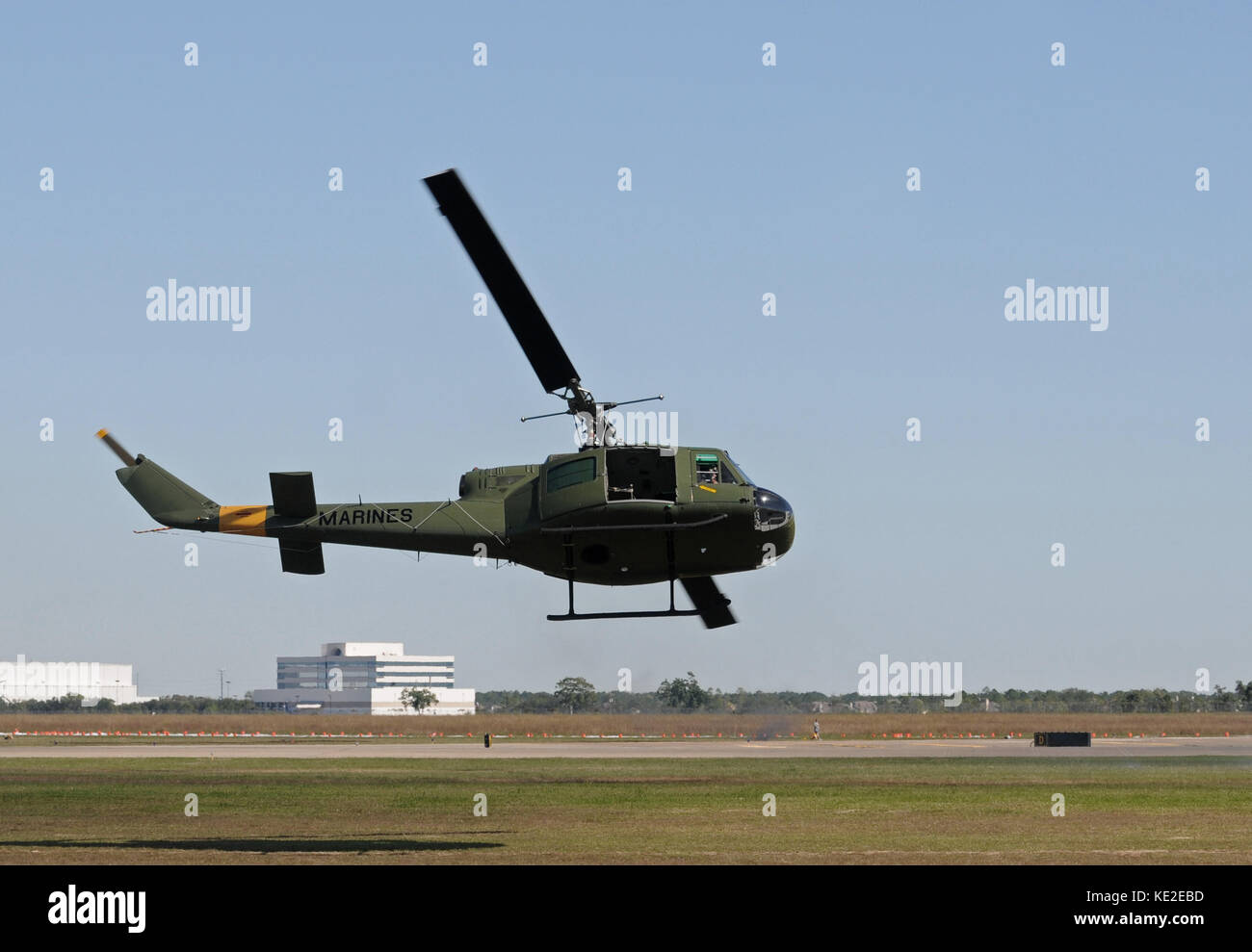 Elicottero Hovering : Vietnam huey stock photos images alamy