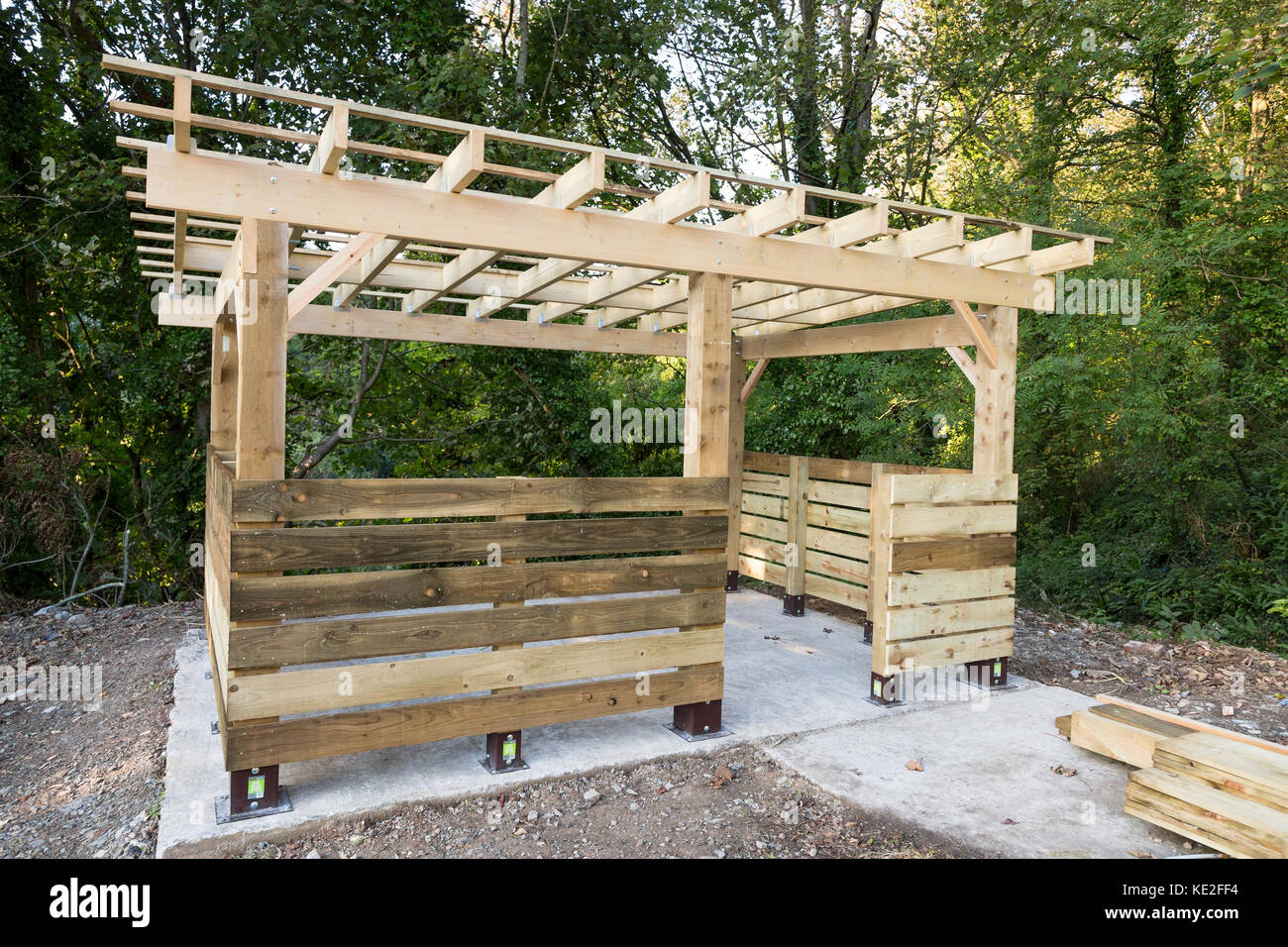 timber frame building detail of construction Stock Photo: 163554584