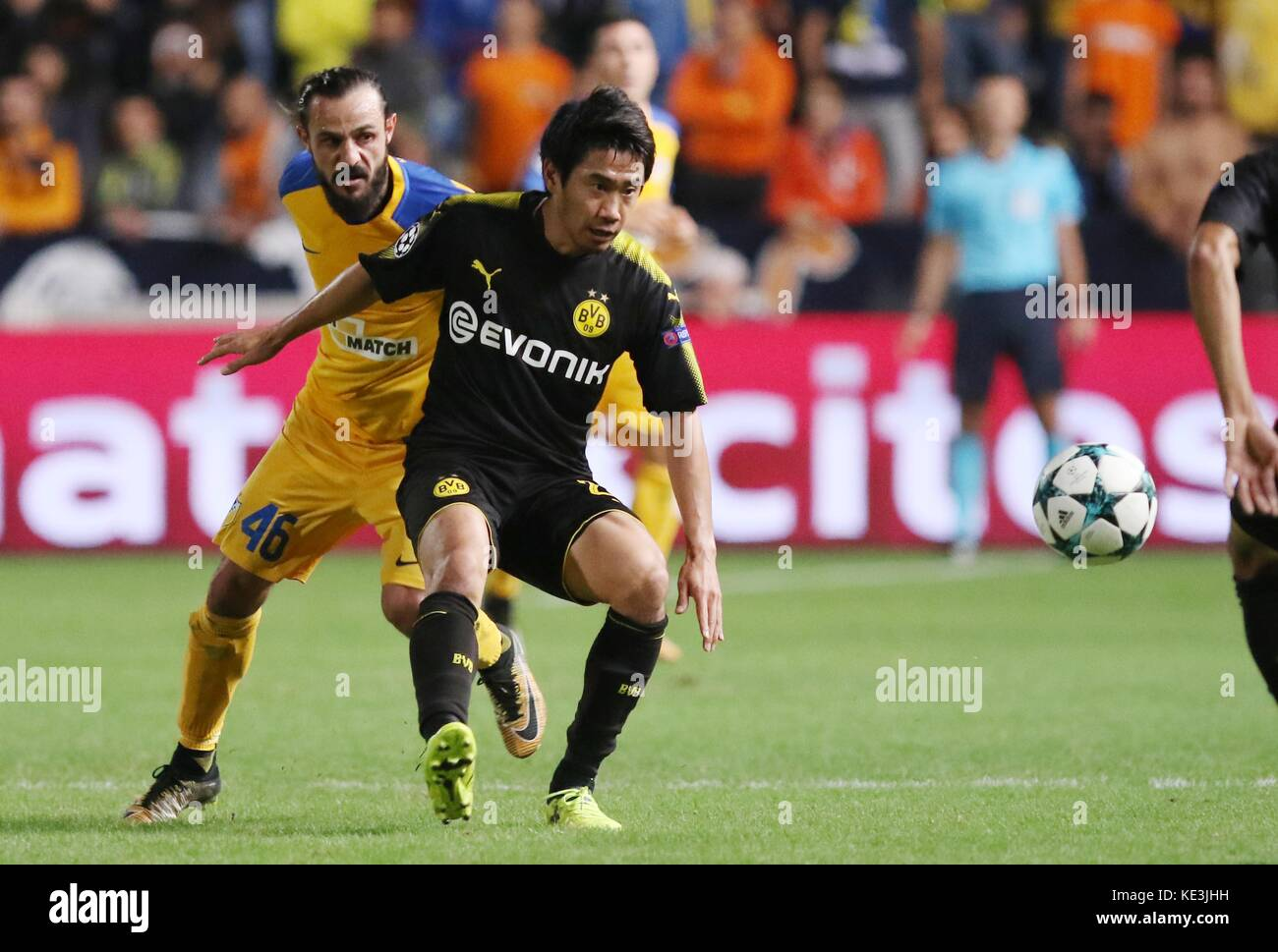Nicosia, Cyprus. 17th Oct, 2017. Bortussia Dortmund's Shinji Kagawa (R) vies for the ball during the 2017-2018 Champions Stock Photo