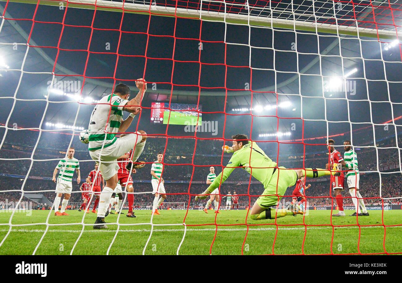 Munich, Germany. 18th Oct, 2017. FC Bayern Munich Soccer, Munich, October 18, 2017 Cristian GAMBOA, Glasgow 12 saved - Stock Image