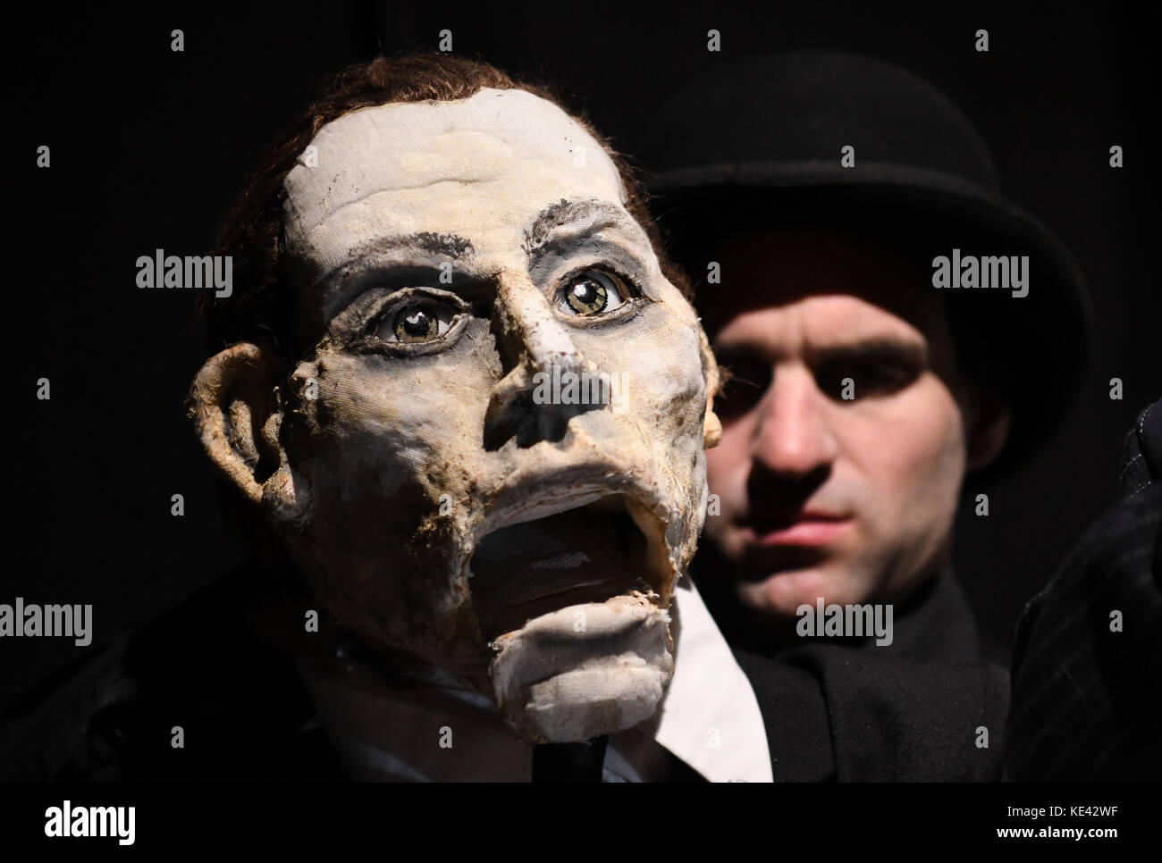 Bremen, Germany. 12th Oct, 2017. Actors rehearse a puppet theatre adaptation of Kafka's 'The Trial' in Bremen, Germany, Stock Photo