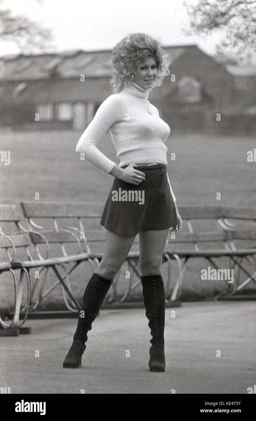 d624e2948f8 Mini Skirt 1960s Stock Photos   Mini Skirt 1960s Stock Images - Alamy
