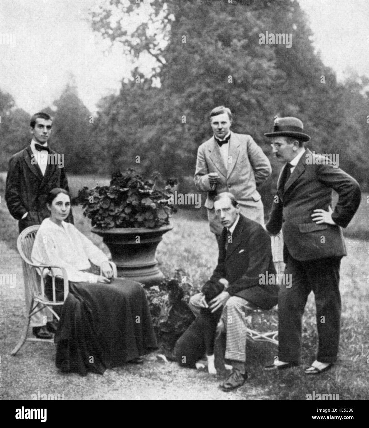 Sergei Diaghilev 's colleagues and friends - (from left to right) Léonide Massine Massine, Natalia Goncharova, - Stock Image
