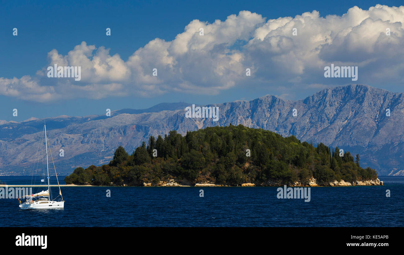 Sail boat at the coast of Skorpios island in Ionian sea, Greece. - Stock Image