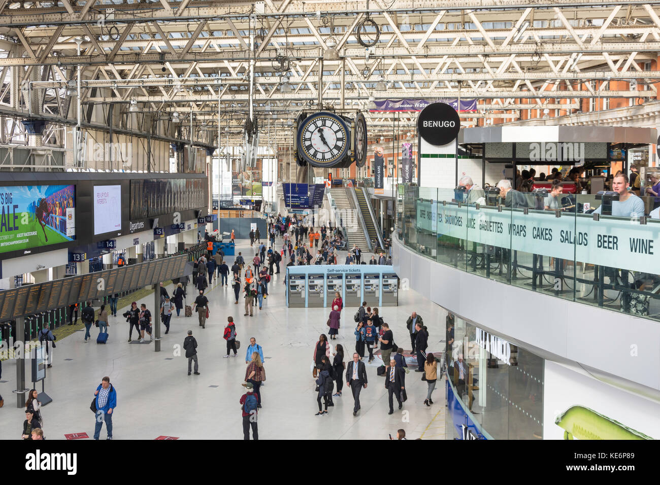 Departure Hall at London Waterloo Station, Waterloo, London Borough of Lambeth, Greater London, England, United - Stock Image