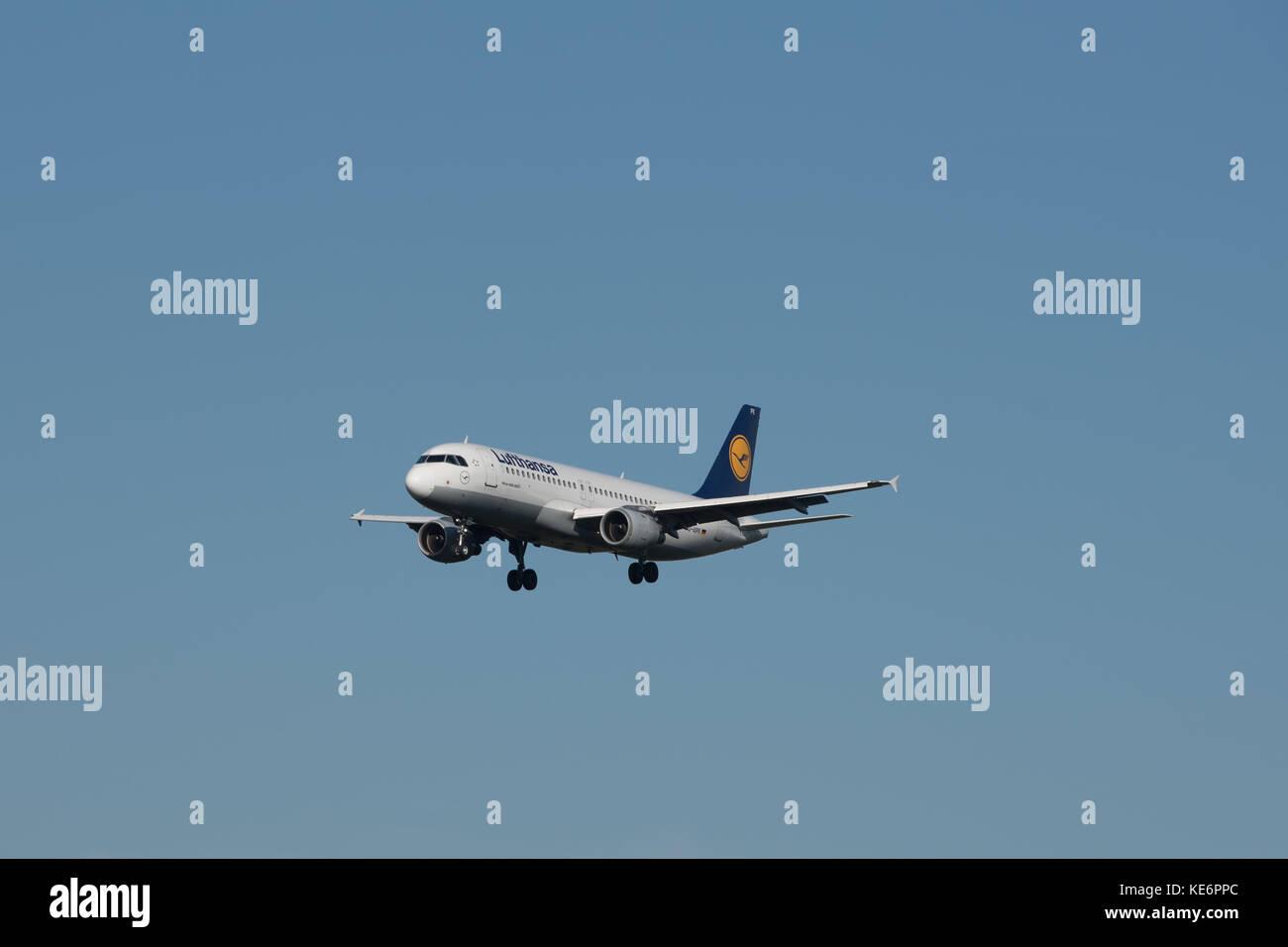 Reisen, Deutschland, Hessen, Frankfurt am Main, Flughafen, October 18. Eine Airbus A320-211 mit der Kennung D-AIPK Stock Photo