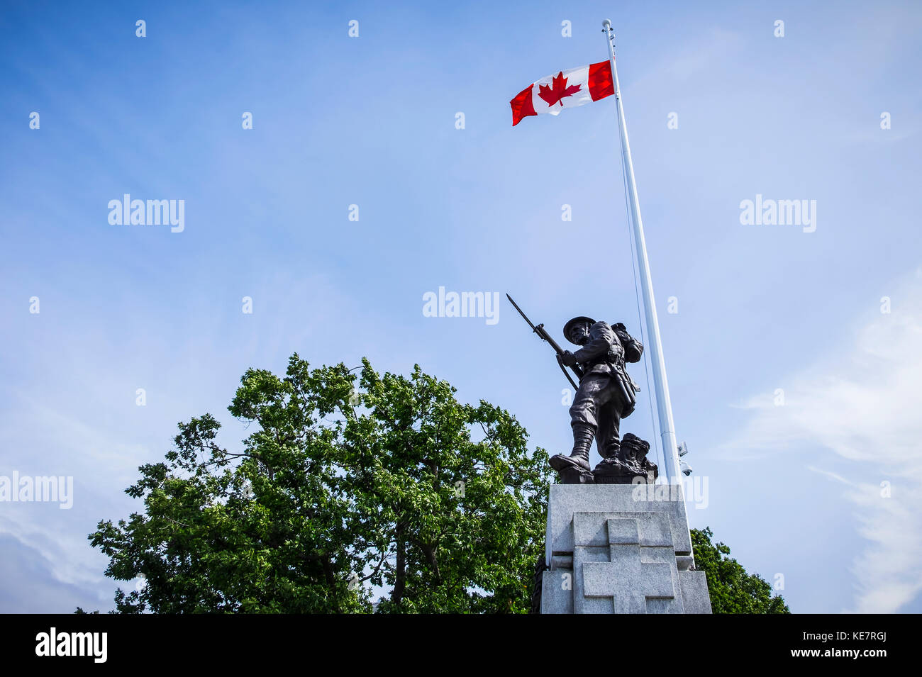 A Statue Of A Soldier Stands On The Victoria Parliament Grounds In Memorium Of Those Who Fell In World War 1, World - Stock Image
