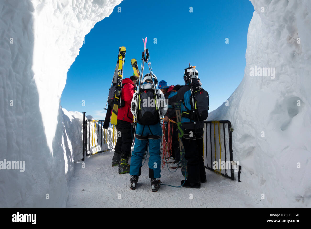 Preparing To Descend Into The Vallee Blanche, Off-Piste Skiing; Chamonix, France - Stock Image
