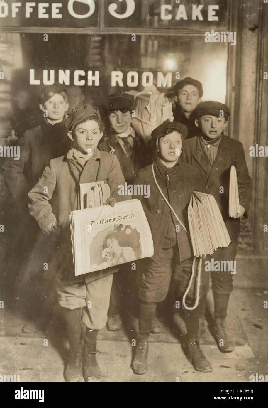 Newspaper Boys Stock Photos & Newspaper Boys Stock Images - Alamy