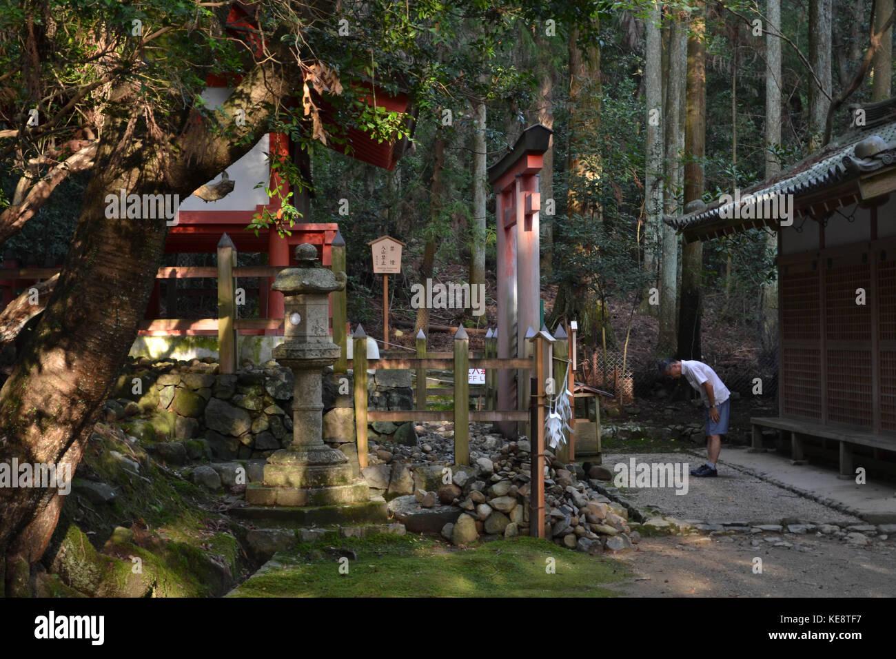 People praying at Kasuga Taisha, the famous shrine in Nara (Japan). Pic was taken in August 2017. - Stock Image