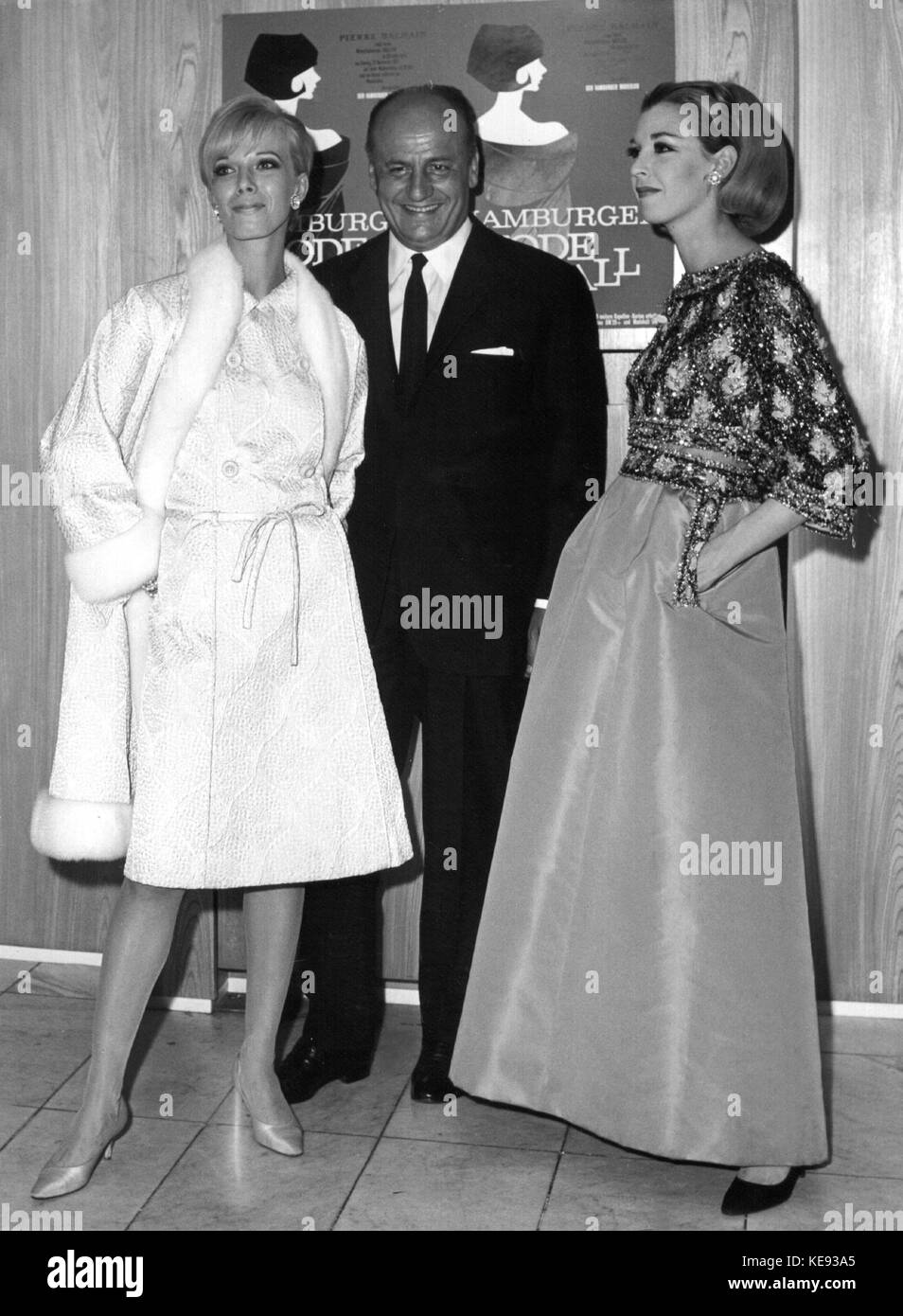 584a0c03 French fashion designer Pierre Balmain with two models at the fashion ball  in Hamburg (Germany