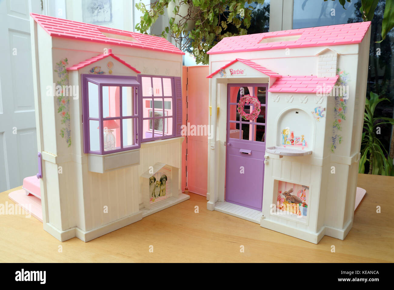 Vintage 1996 Barbie Folding Pretty House