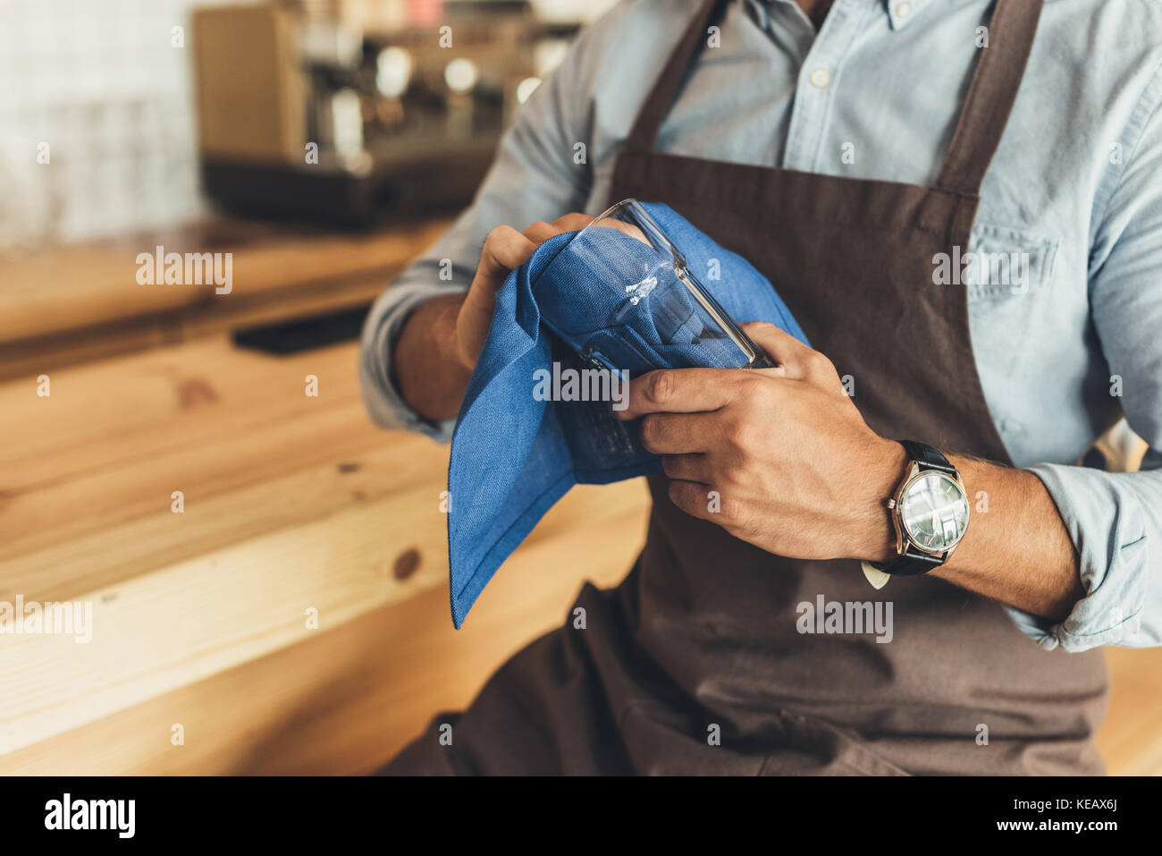 worker cleaning glassware - Stock Image