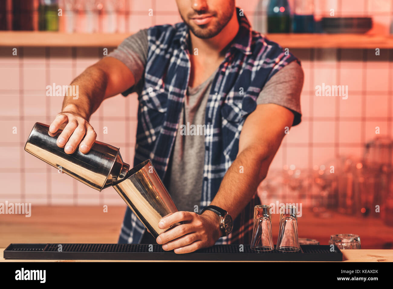 barman preparing cocktail - Stock Image