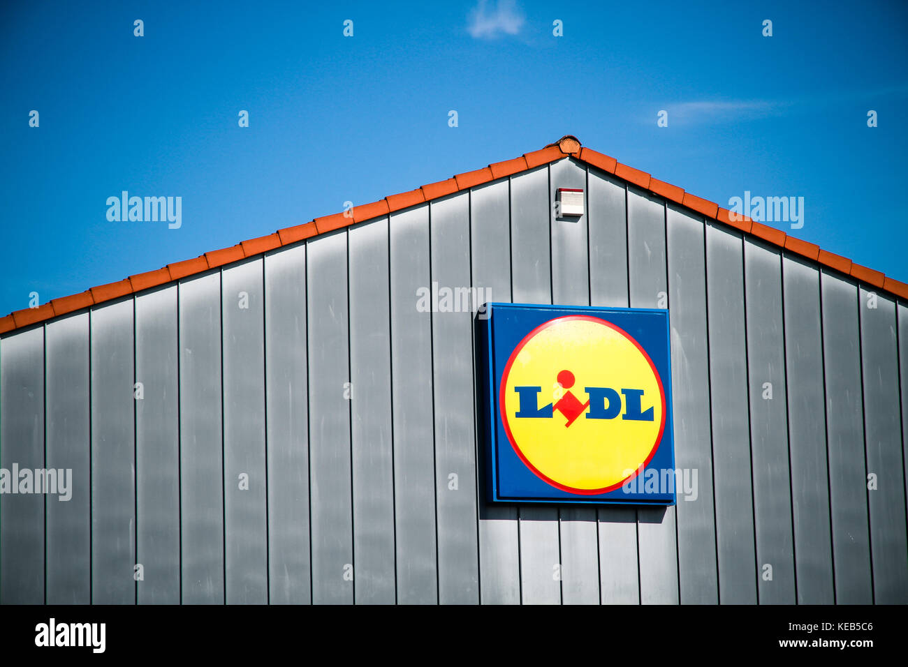 JUETERBOG, GERMANY - SEP 17, 2017: Detail on the facade at LIDL discount supermarket in Jueterbog, Teltow-Flaeming - Stock Image