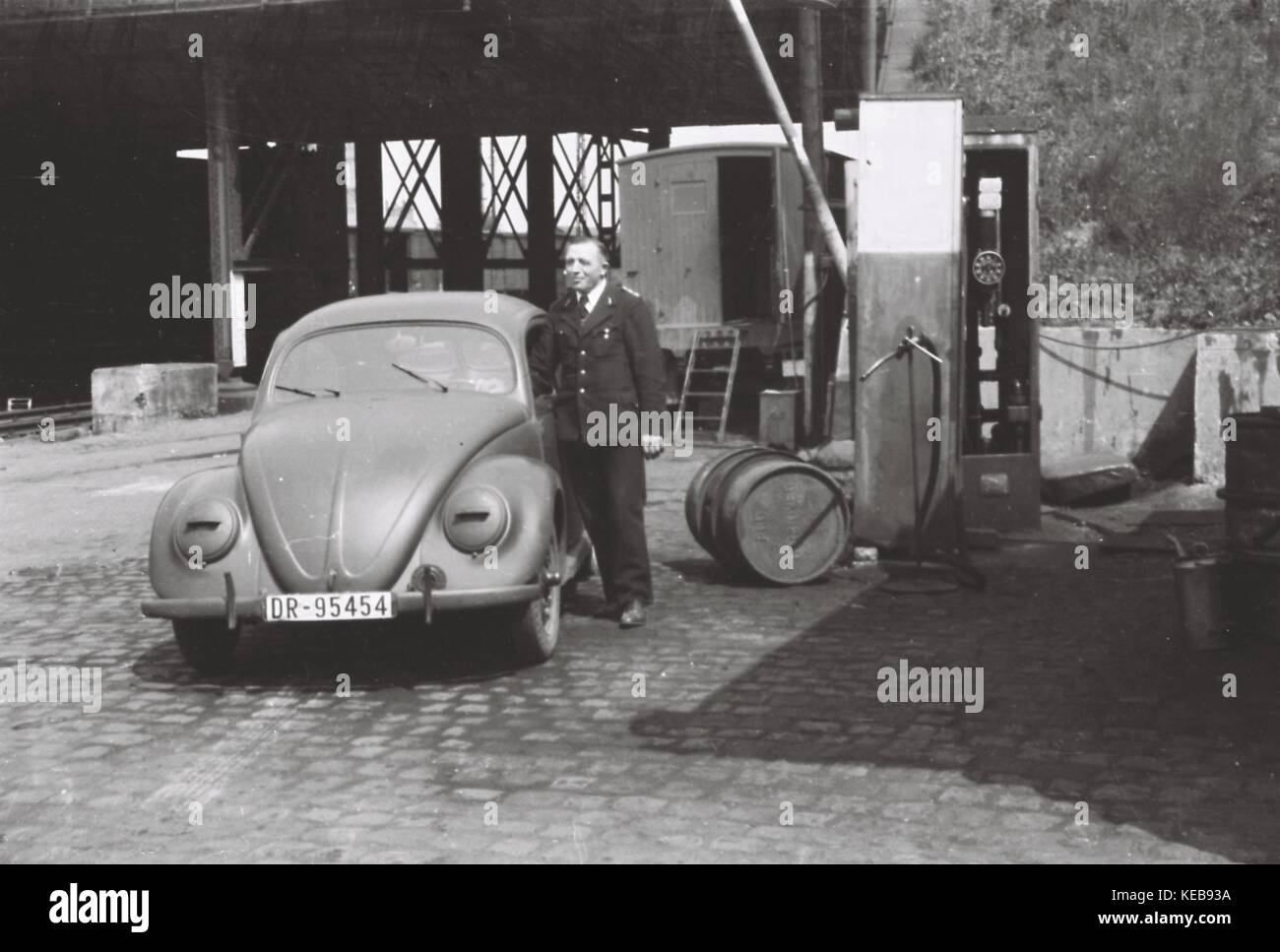 May 1943, Frankfurt am Main: This series of six pictures shows the very rare 'KdF beetle', a predecessor - Stock Image