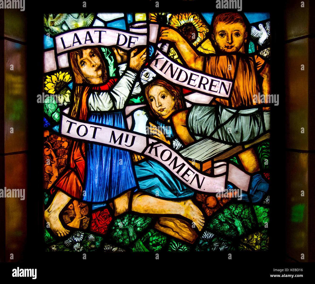 Brussels, Belgium. National Basilica of the Sacred Heart / Basilique Nationale Koekelberg. Stained glass window: - Stock Image