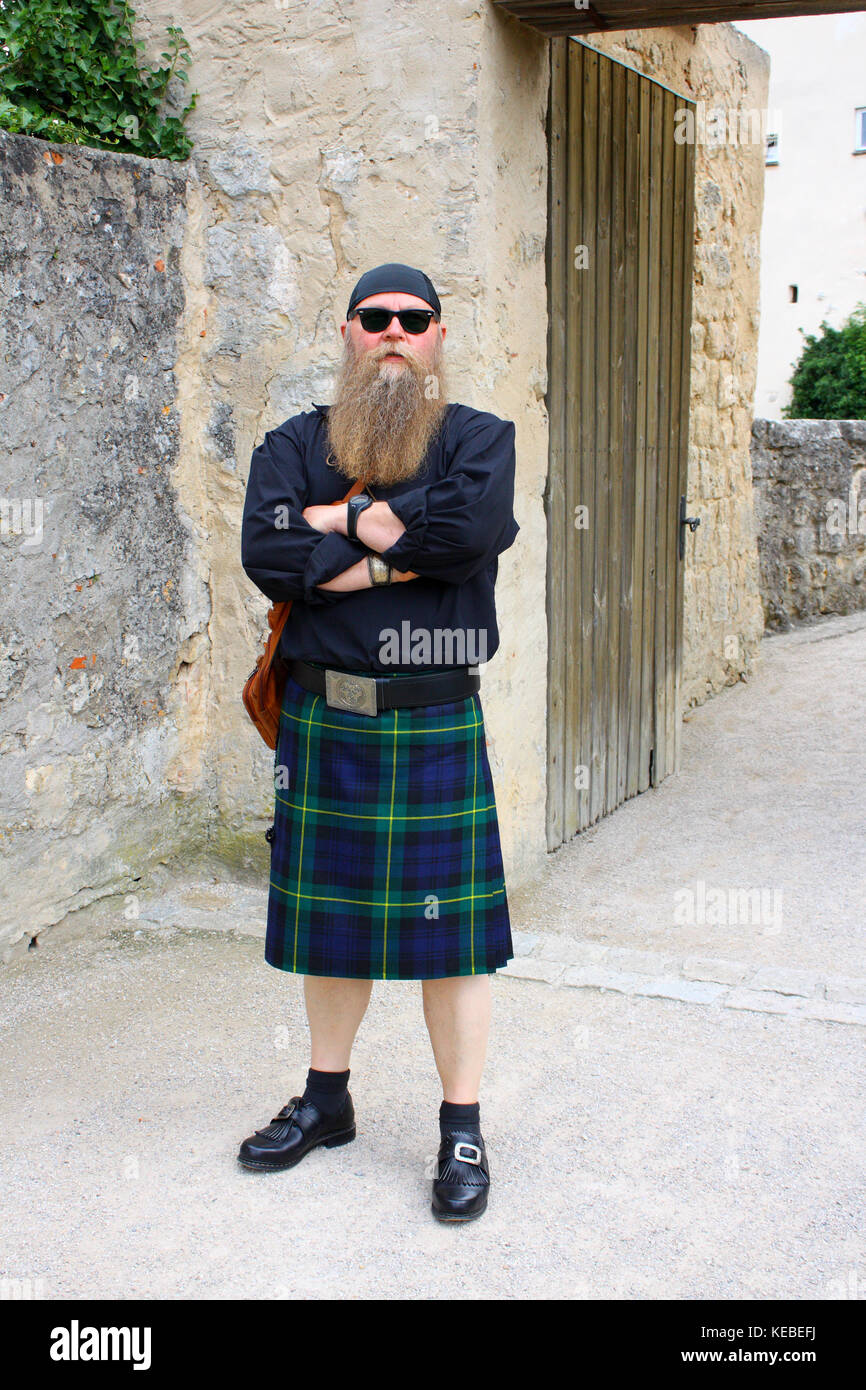 Mann mit langem Bart und Schottenrock, Kilt - Stock Image