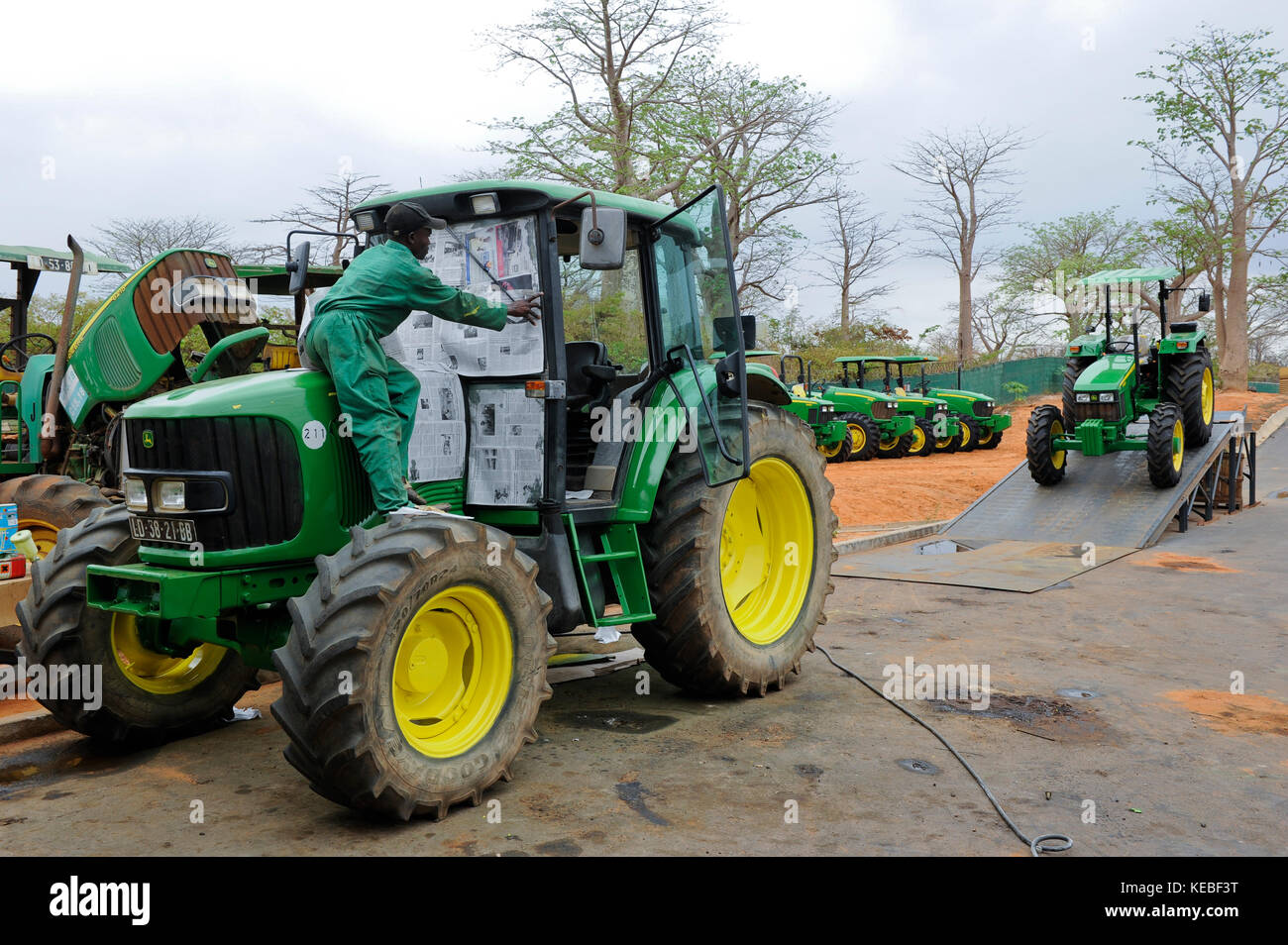 ANGOLA John Deere farming machines Distributor and service LonAgro at Estrada de Catete, workshop for service - Stock Image