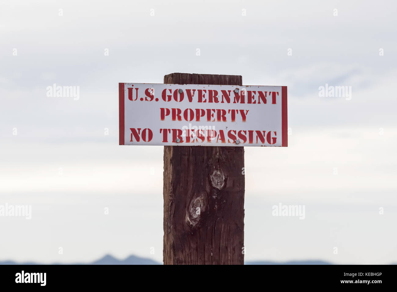 U.S. government no trespassing sign - Stock Image