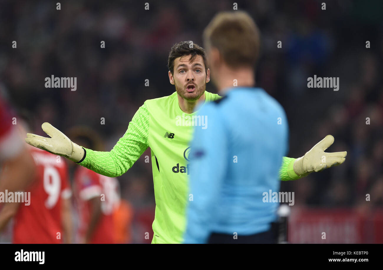 Munich, Germany. 18th Oct, 2017. Glasgow's goalkeeper Craig Gordon complains during the Champions League group - Stock Image