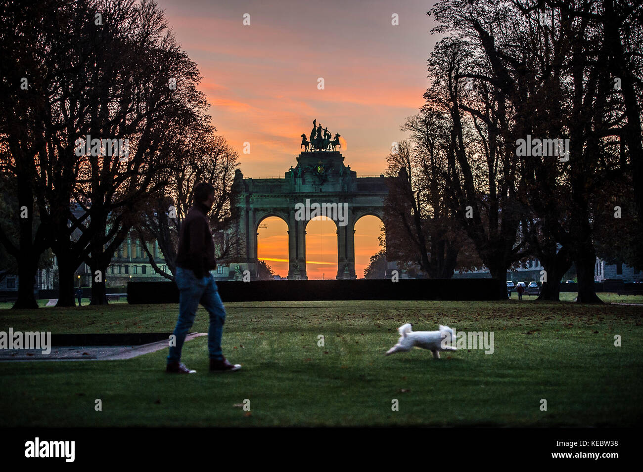 Brussels, Belgium. 19th Oct, 2017. Dawn in Parc du Cinquantenaire (French for 'Park of the Fiftieth Anniversary' - Stock Image