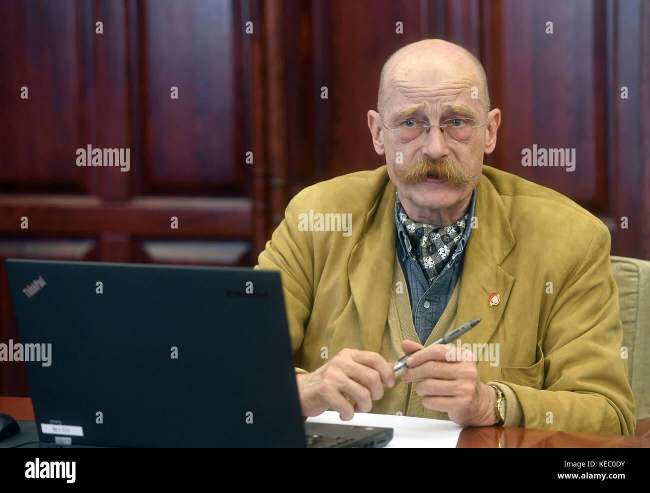 Beijing, Oct. 15. 18th Oct, 2017. Konrad Hartmut Luening is interviewed in Beijing, capital of China, Oct. 15, 2017. - Stock Image