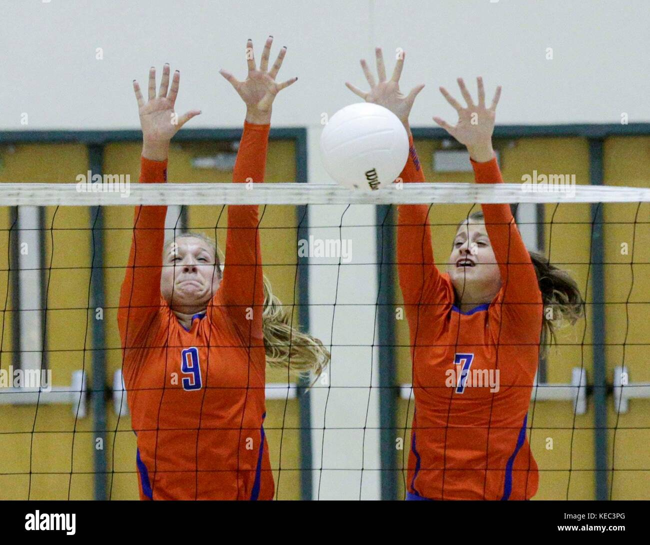 Florida, USA. 19th Oct, 2017. Palm Beach Gardens High School's #9 Cassie Anderson and #7 Kayla Thompson during - Stock Image