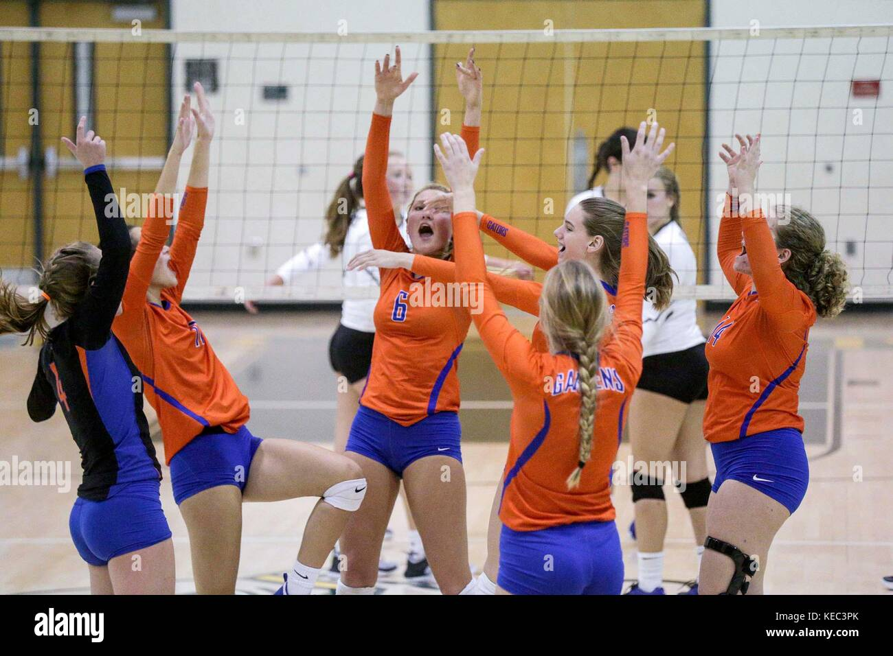 Florida, USA. 19th Oct, 2017. Palm Beach Gardens High School's volleyball team celebrates scoring a point during - Stock Image