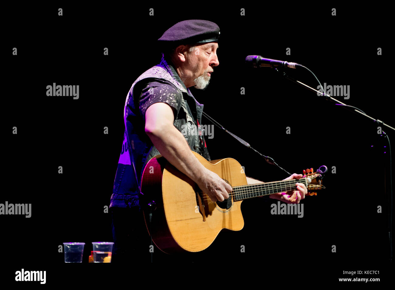 Salford, UK. 19th Oct, 2017. Singer-songwriter Richard Thompson in concert at The Lowry, Salford, UK, 19th October. - Stock Image