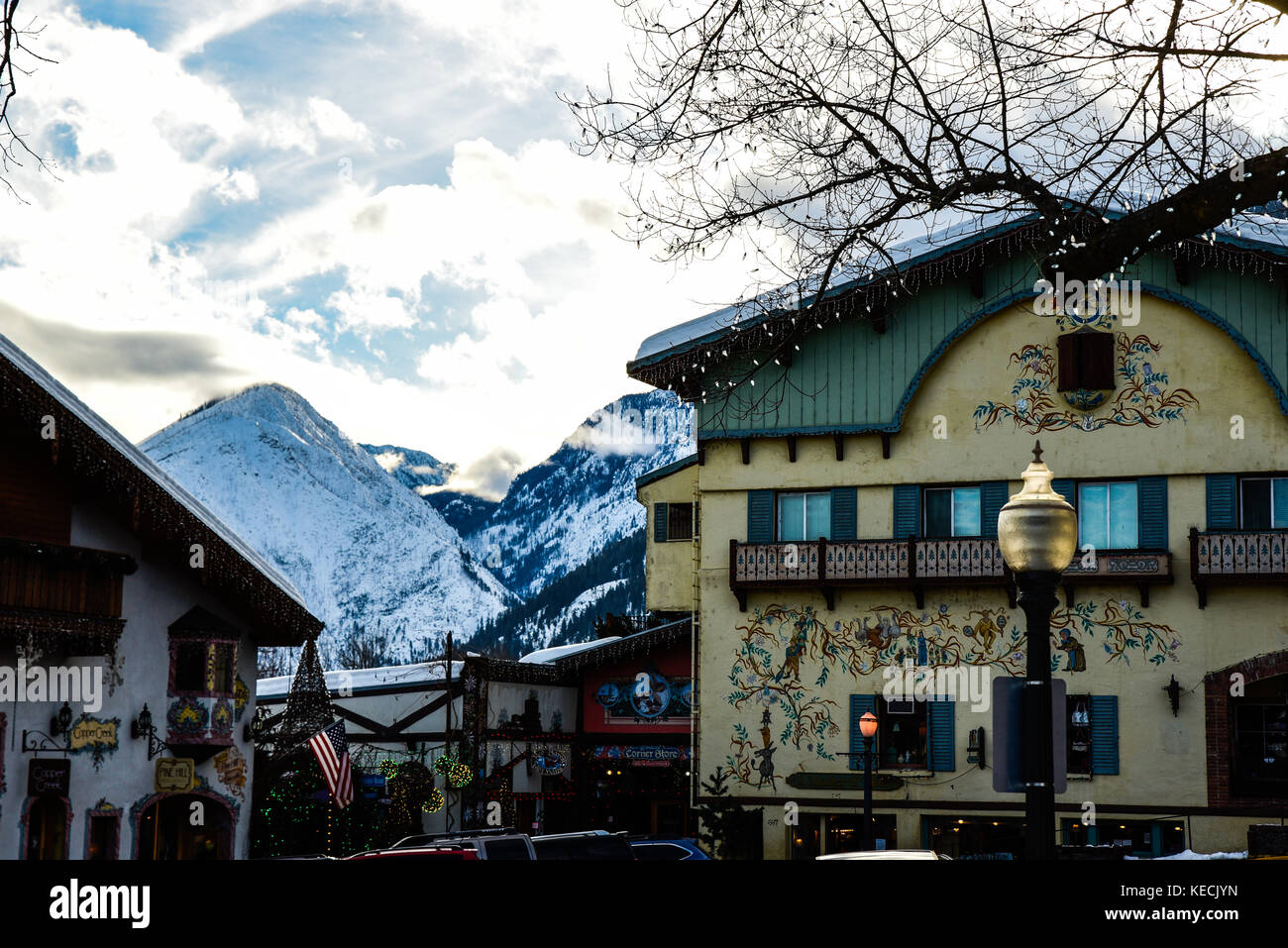 White Clouds and Colorful Walls - January in Leavenworth, Washington, brings snow-clad hills and snow-laden clouds. - Stock Image