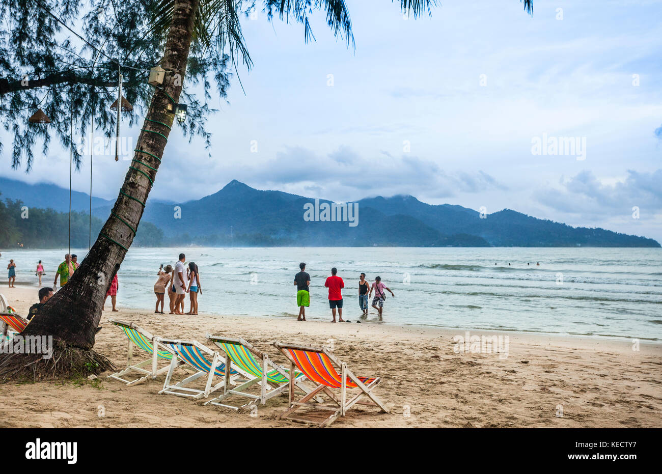 Thailand, Trat Province, Koh Chang Island in the Gulf of Thailand, West Coast, holidaymakers at Ao Klong Phrao Beach - Stock Image