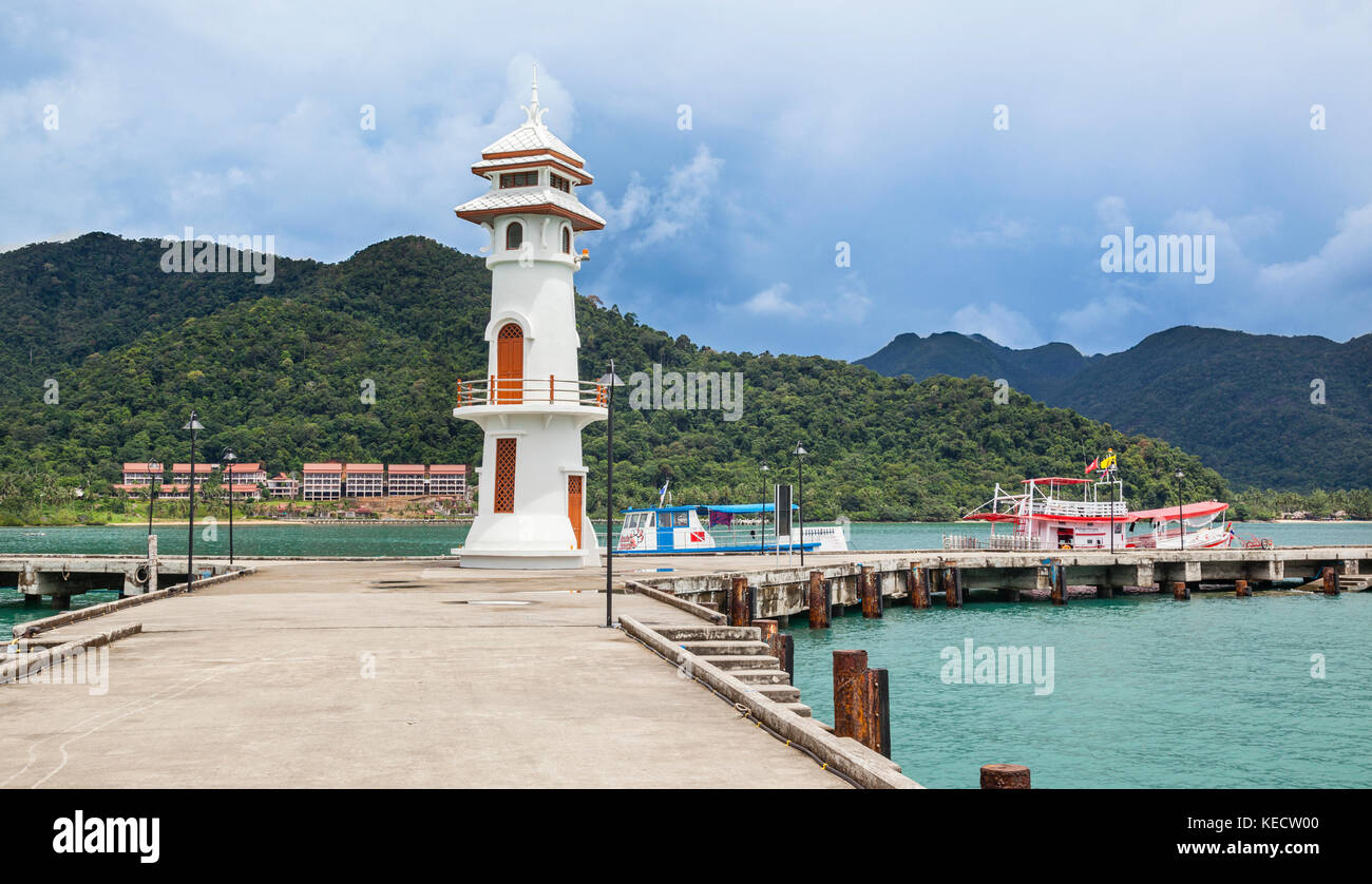 Thailand, Trat Province, Koh Chang Island in the Gulf of Thailand, lighthouse and pier at Bangbao fishing village - Stock Image