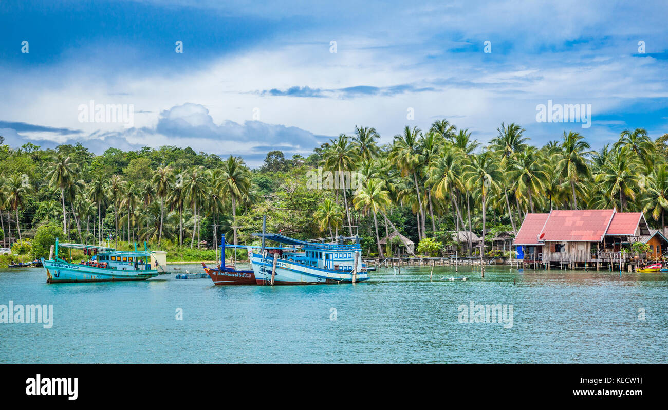 Thailand, Trat Province, Koh Chang Island in the Gulf of Thailand, fishing boat at Bangbao Bay - Stock Image