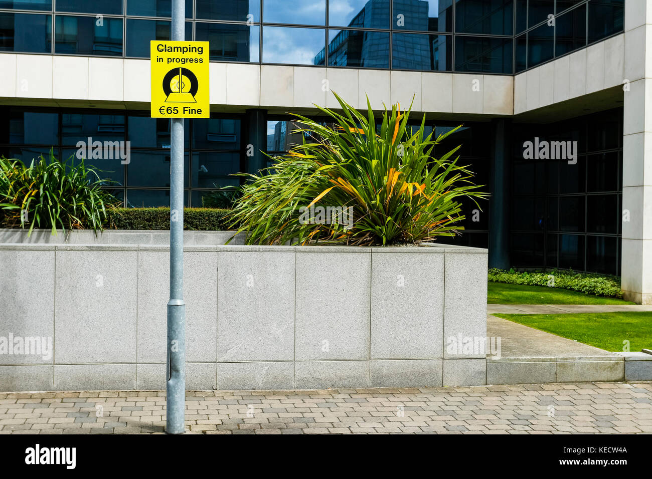 Clamping in progress sign, Dublin, Ireland - Stock Image
