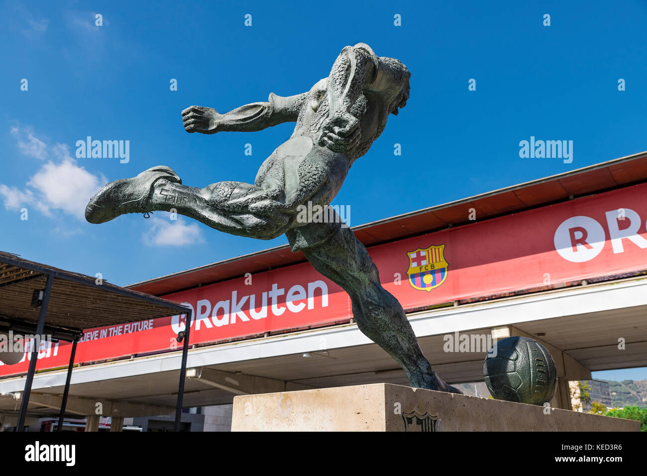 Soccer pplayer sculpture located outside of the Camp Nou stadium, Barcelona, Catalonia, Spain. - Stock Image