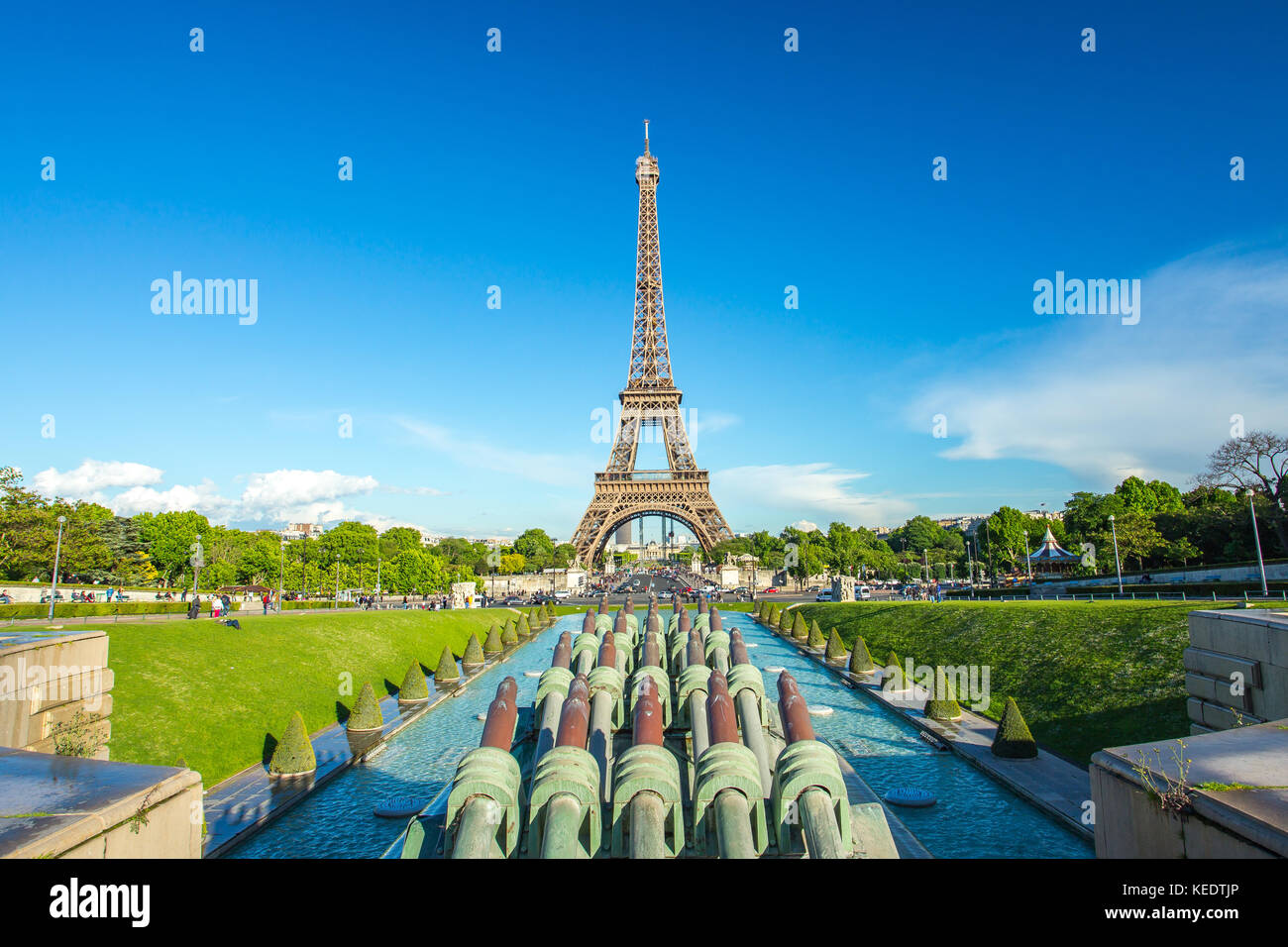 Eiffel Tower seen from Jardins du Trocadero at a sunny summer day in Paris, France. - Stock Image