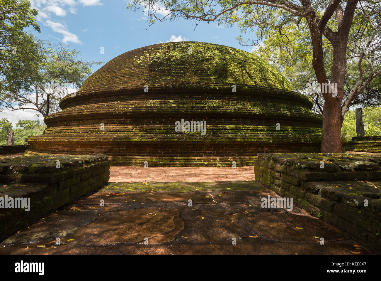 Temple in Polonnaruwa ruins, Sri Lanka - Stock Image