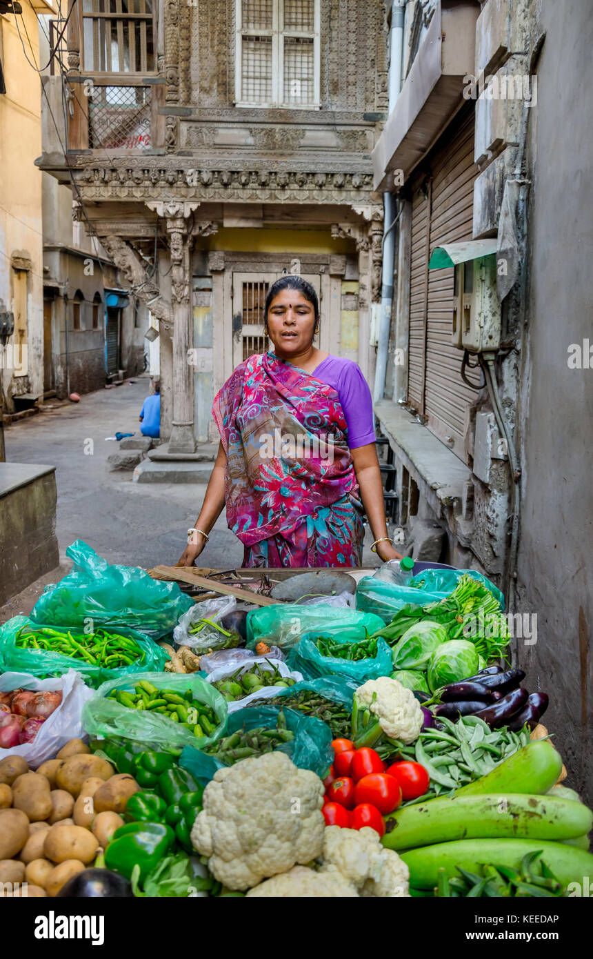 AHMEDABAD, INDIA - NOVEMBER 27, 2016: Female Vegetable Vendor wearing traditional saree in the street of Ahmedabad - Stock Image