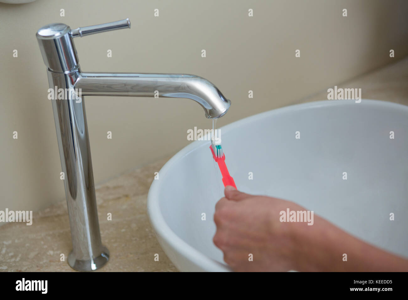 Hand Under Faucet Stock Photos & Hand Under Faucet Stock Images - Alamy