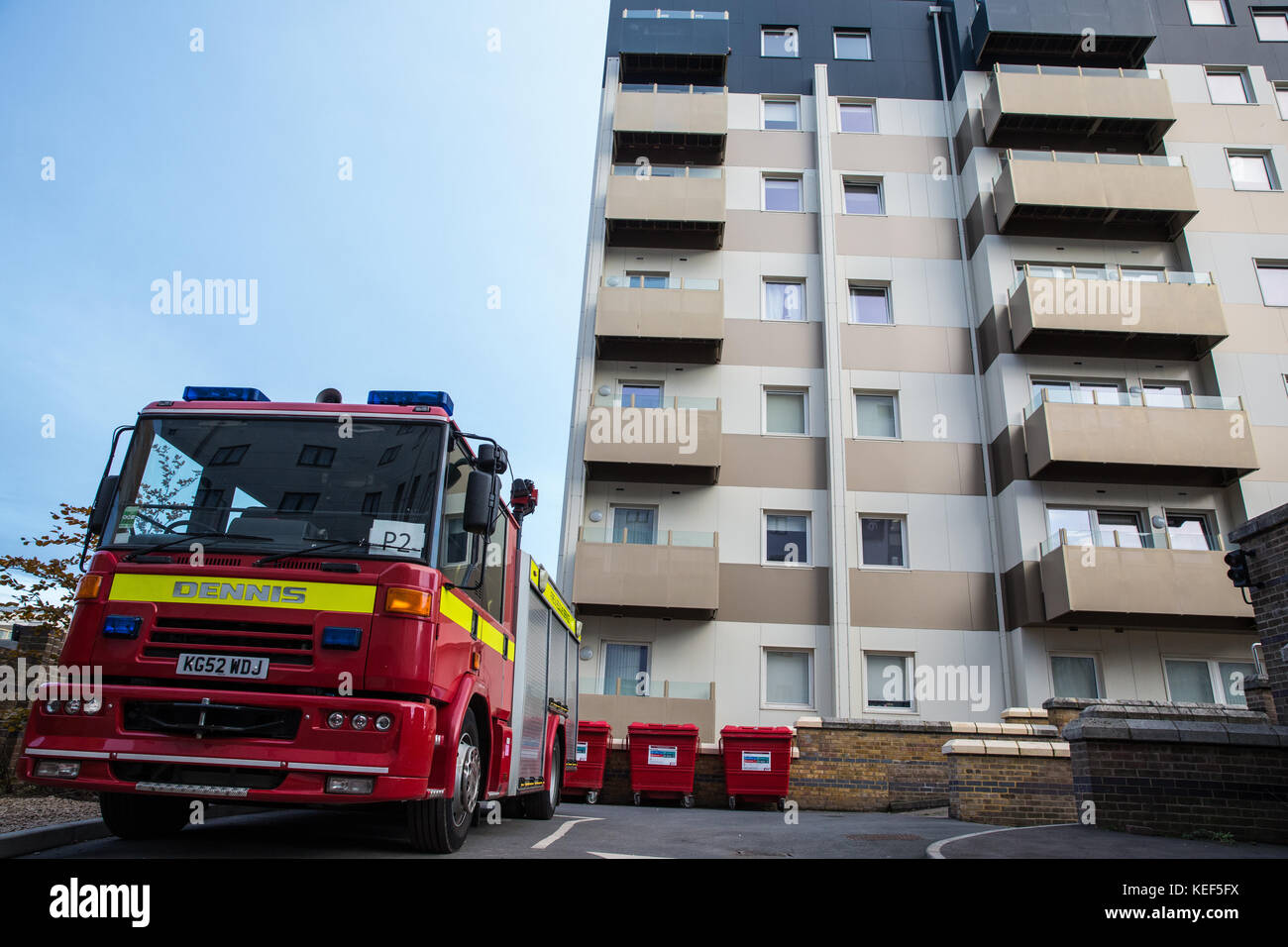 Slough, UK. 20th Oct, 2017. A fire engine and crew are keeping a 24-hour watch on privately-owned Nova House at - Stock Image