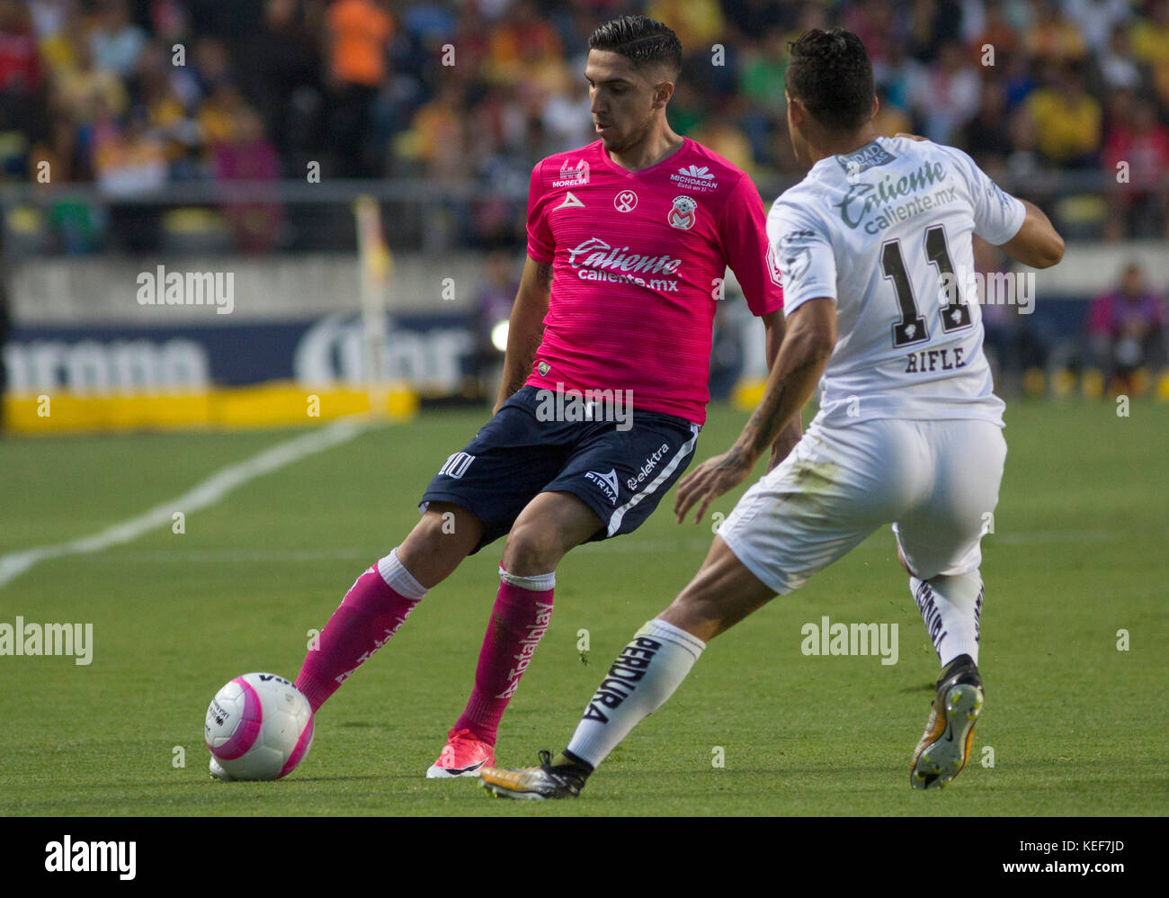 Morelia's soccer team player Diego Valdés (L) fights for the ball Stock  Photo - Alamy