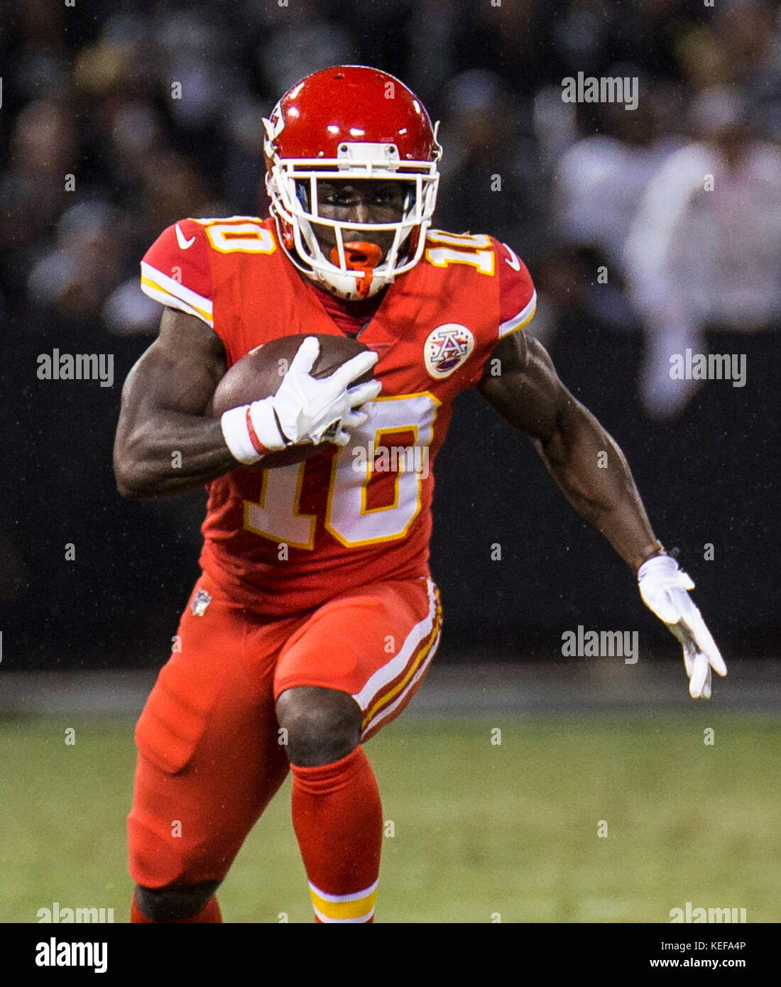 Oct 19 2017 - Oakland CA, U.S.A Chiefs wide receiver Tyreek Hill (10) game stats 6 catches for 125 yards and 1 touchdown Stock Photo