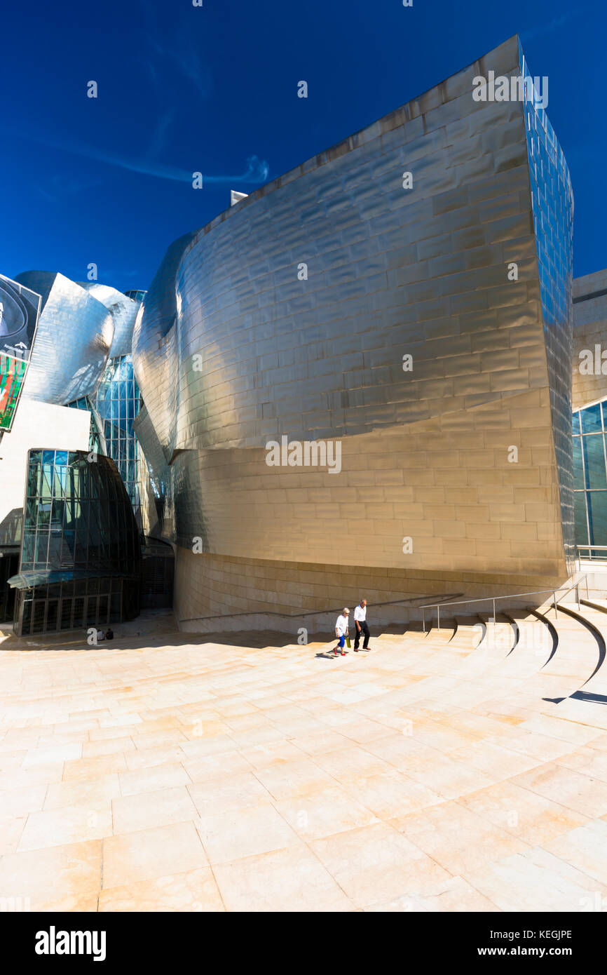 Visitors at Architect Frank Gehry's Guggenheim Museum in titanium and glass at Bilbao, Basque country, Spain - Stock Image