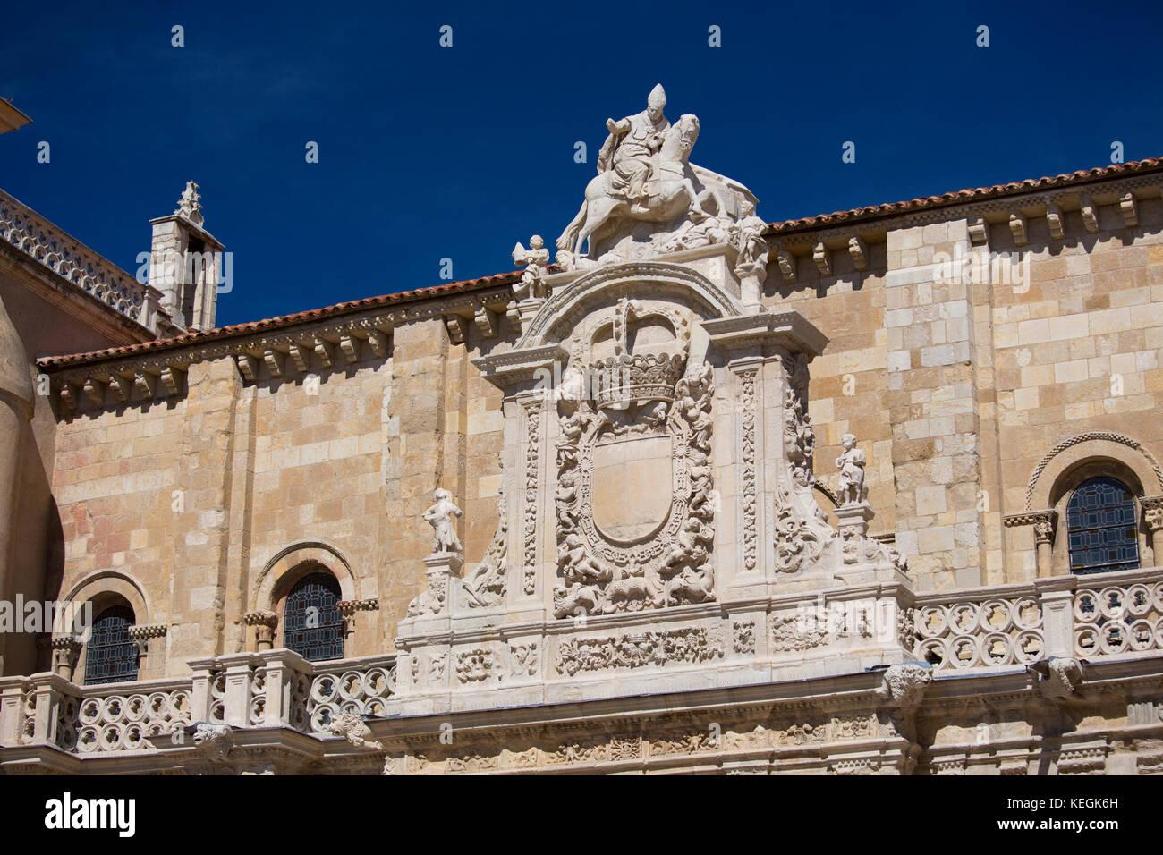 Basilica San Isidoro on the Way of St James pilgrim route Camino de Santiago in Leon, Castilla y Leon, Spain - Stock Image