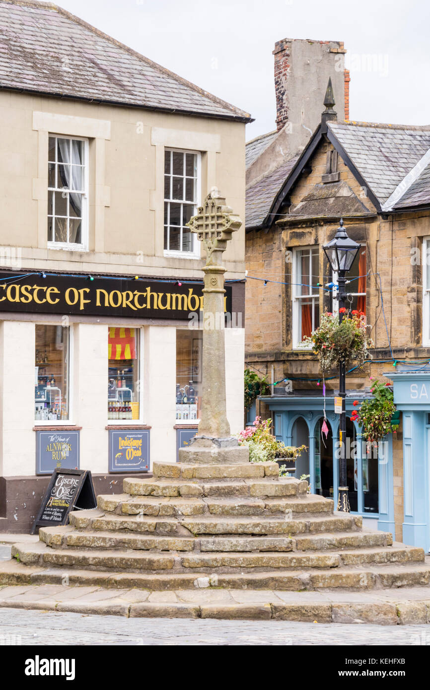 The historic town centre at Alnwick, Northumberland, England, UK - Stock Image