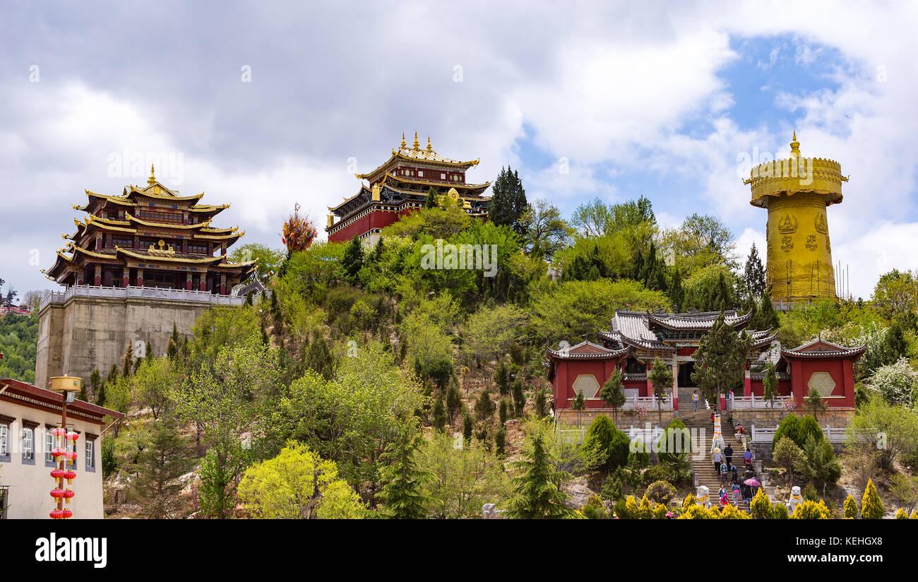 Giant tibetan prayer wheel and Zhongdian temple - Yunnan privince, China Stock Photo
